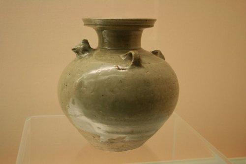 celadon ewer, W. Jin, 265-317