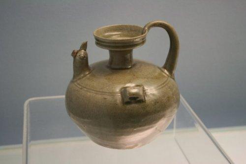 Ấm nước vòi đầu gà - triều đại Đông Tấn (317-420 AD)