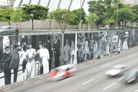 11. Nghệ thuật trên tường rộng 1.000m2 do nghệ sỹ Eduardo Kobra sáng tạo trên tường tại 1 trong những đại lộ chính của São Paulo