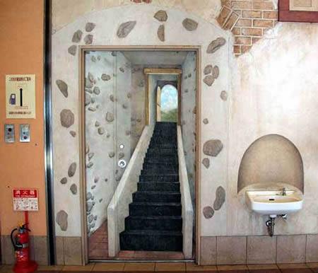 5. Cầu thang sâu hun hút