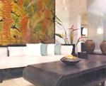 Bức tranh hoa chuối đỏ trong phòng khách