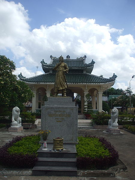 Tượng Nguyễn Hữu Cảnh nơi đình thờ ông ở Cù lao Phố.