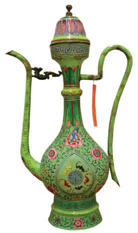 Bình dâng rượu bằng pháp lam Huế nhưng được ghi là pháp lam Trung Quốc. Sưu tập của Bảo tàng DTM Muenchen