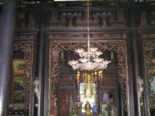 Trang trí bên trong nhà ông Chung