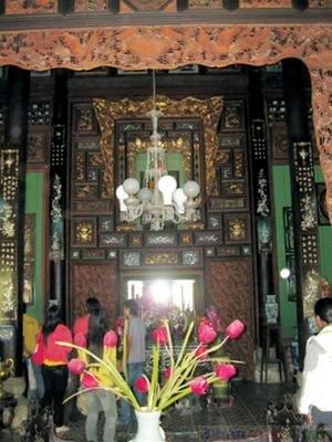 Gian thờ trong nhà cổ