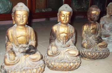 Một số đồ giả cổ thu giữ được trong vụ án ngày 23-3-2008 tại Móng Cái, Quảng Ninh.