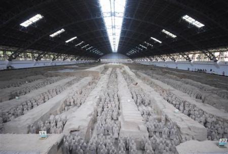 Đội quân đất nung đã bị lịch sử lãng quên cho đến tận năm 1974, khi các nông dân đào giếng phát hiện ra ở gần thành phố Tây An, tỉnh Thiểm Tây, tây bắc Trung Quốc.