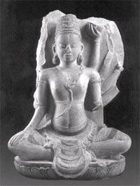 Tư thế và nụ cười an nhiên và bình thản của Siva, Tháp Bánh Ít, Bình Định (thế kỷ XI)