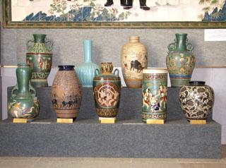 Trang trí hoa văn độc đáo của gốm Biên Hòa