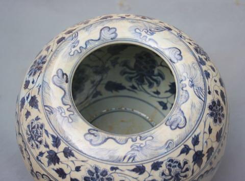 Chum triều Xuande nhà Minh với trang trí vẽ bên trong