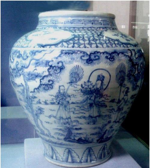 Bình đầu thời Minh, hiện vật tại VBT Jakarta - Indonesia, vẽ Tây Vương Mẫu cầm khay đào tiên và hai tiên cô hầu quạt.