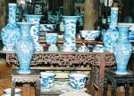Sưu tập bát đĩa, ống cắm tranh, độc bình… phỏng chế theo phong cách đồ sứ ký kiểu thời Lê - Trịnh và thời Nguyễn.