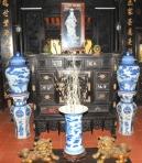 Đồ Thái blue trưng bày trong An Tĩnh Viên ở Bình Dương.