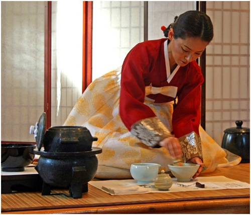 Tea Master Yoon Hee Kim - Korean Powder Tea Ceremony