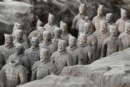 Mỗi một bức tượng có một vẻ riêng và được nặn một cách khéo léo bằng tay từ năm 221 trước Công nguyên.