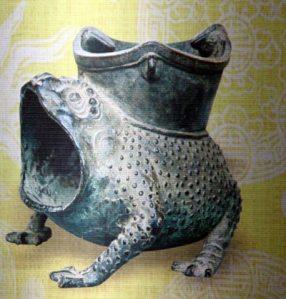 Một trong hơn 9.000 cổ vật đang được lưu giữ tại Bảo tàng Cổ vật cung đình Huế.