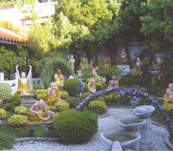 vườn La Hán tại một ngôi đền ở Cali