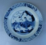 Chinese blue and white plate Kangxi(1662-1722), de Ref: N778 Chinese blue and white plate Kangxi(1662-1722), deocrated with a lady seated in a garden with two boys, diameter: 6 in. 15cm.