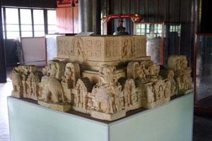 Bệ thờ tháp Vân Trạch Hòa của Bảo tàng Lịch sử cách mạng Thừa Thiên - Huế, trong nhóm ba cổ vật điêu khắc Chăm tiêu biểu sưu tầm tại Thừa Thiên - Huế,